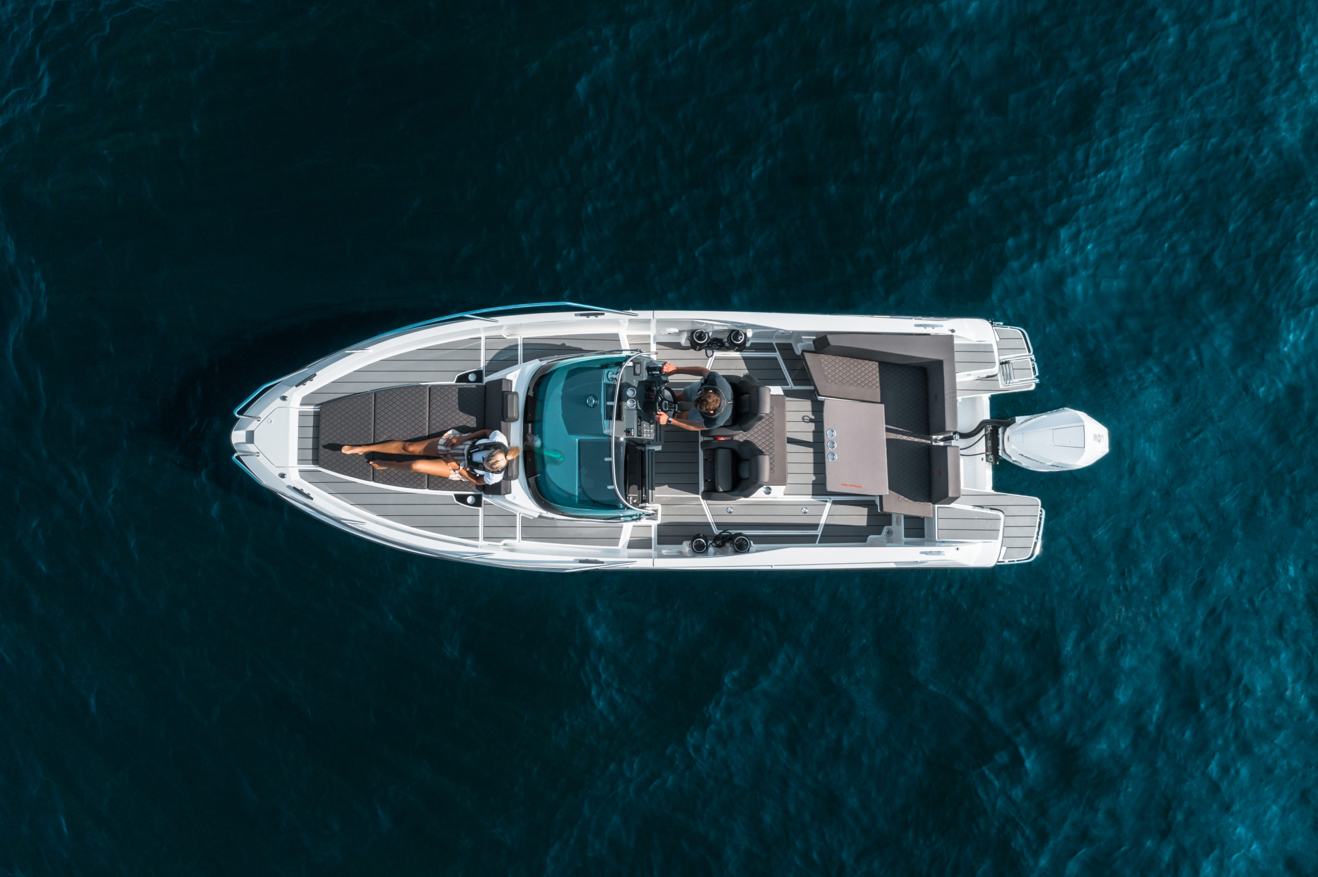 Enduro 805 at sea - boat overview seen from air