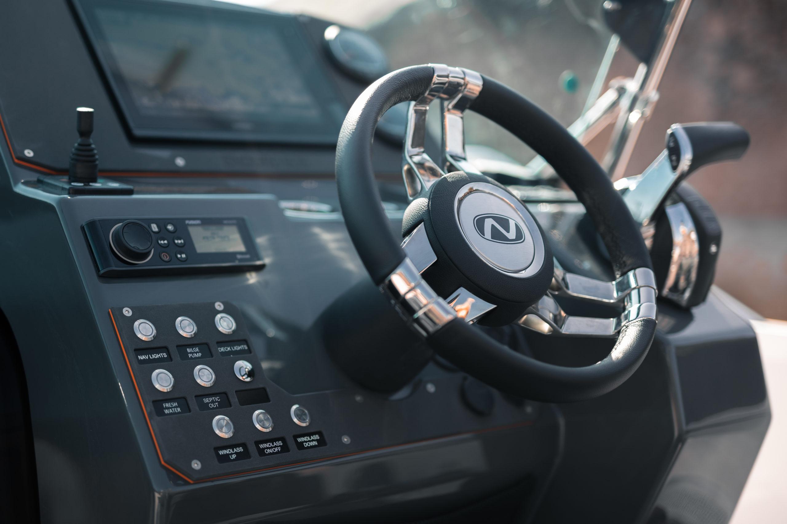 Enduro 805 details - cockpit dashboard