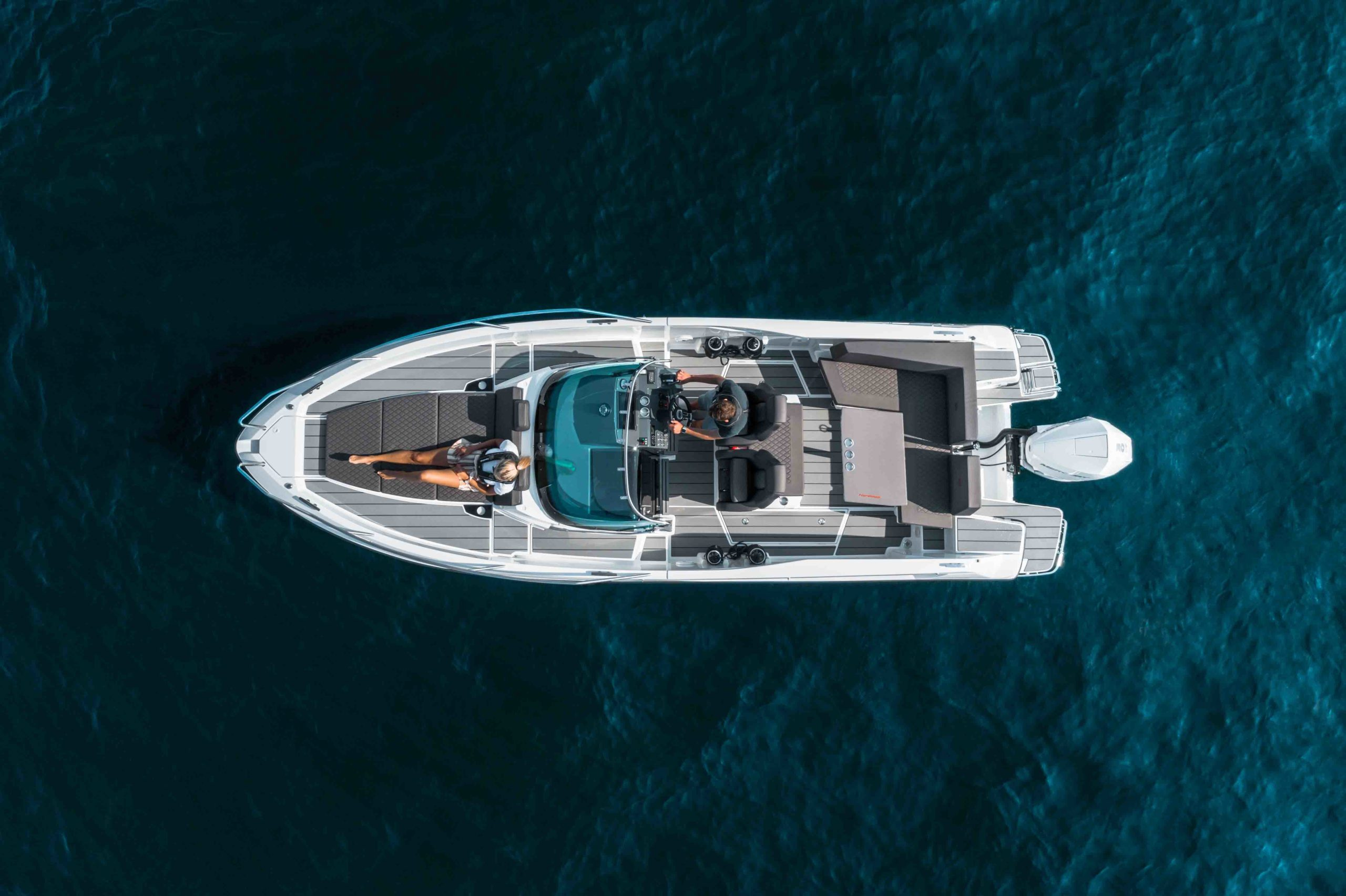 LR_Enduro 805 at sea - boat overview seen from air