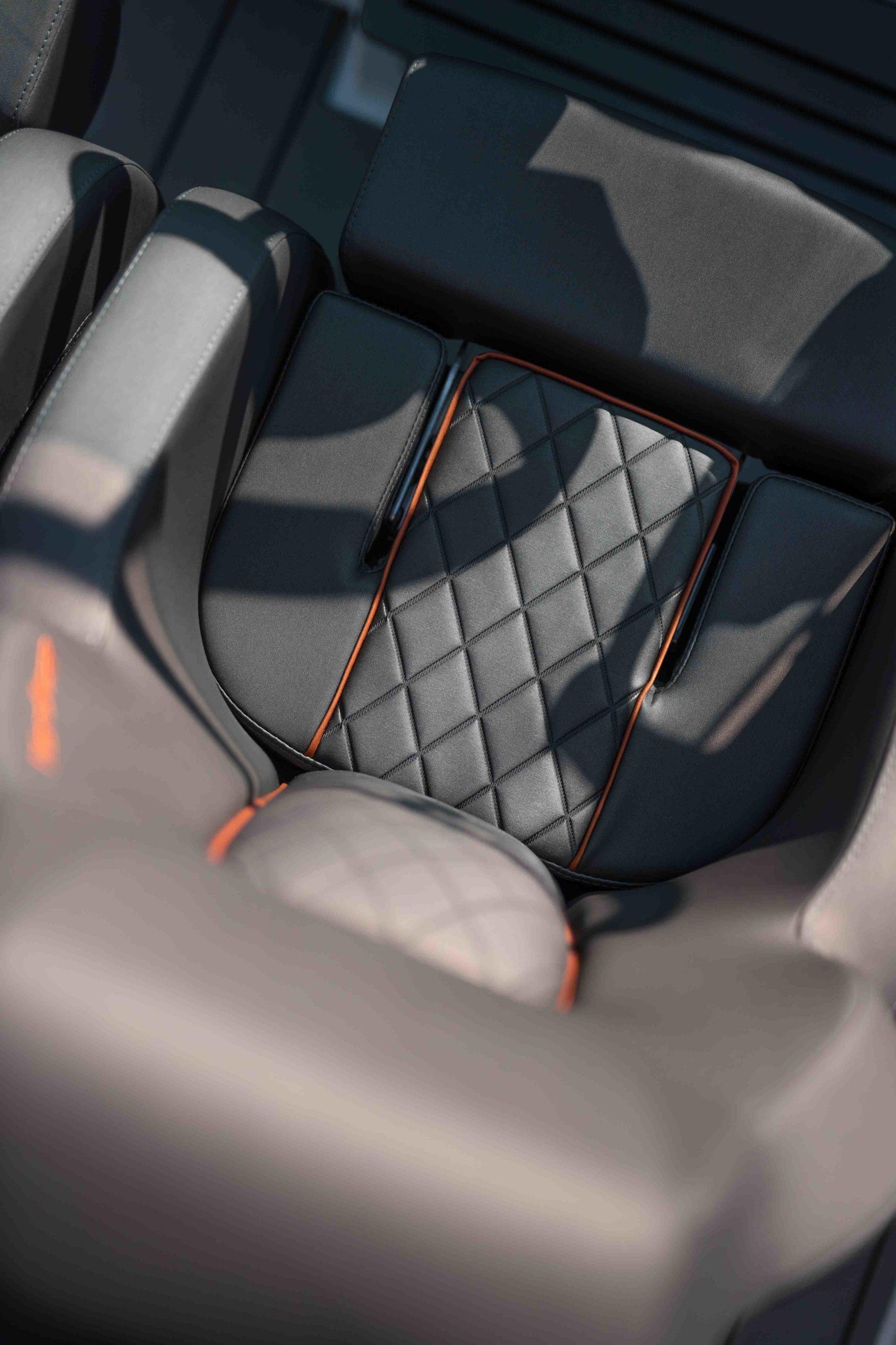 LR_Enduro 805 details - drivers seat